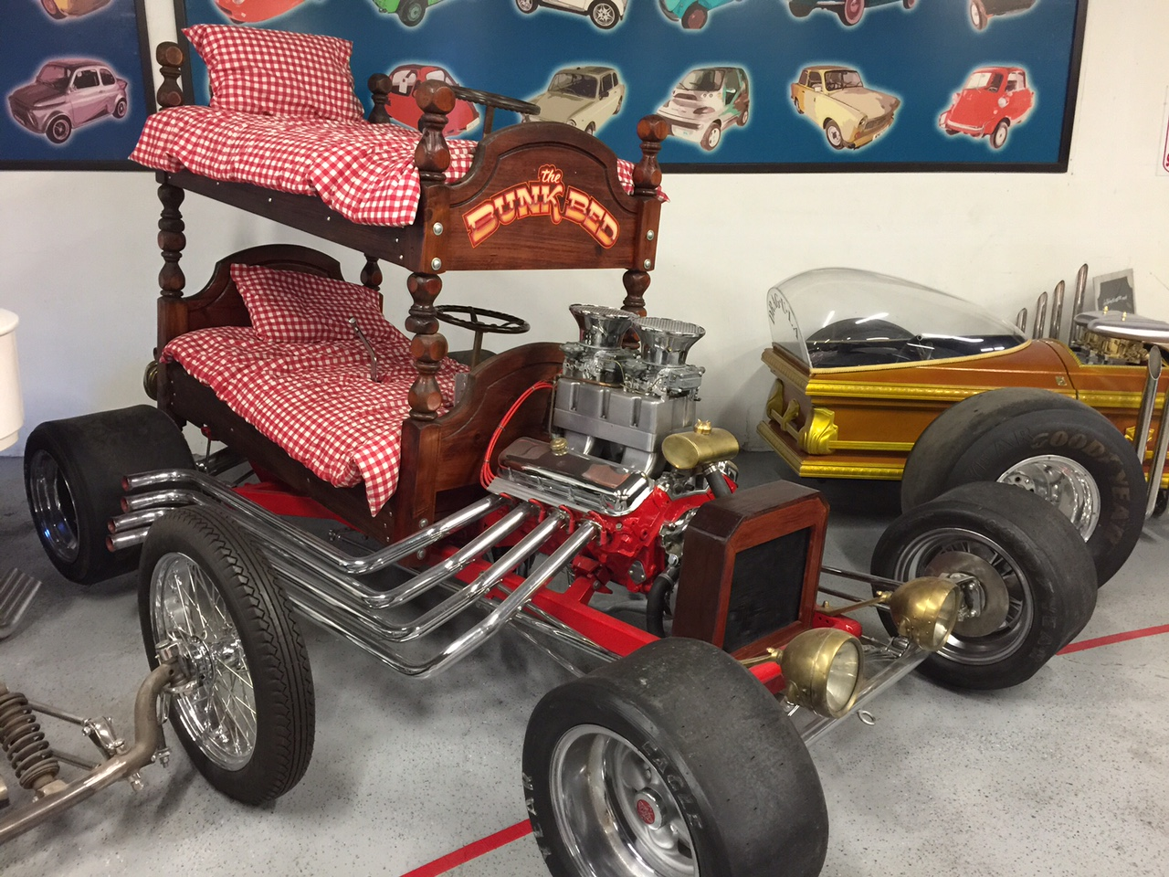 Best Bunk Bed Wild Custom Car • Hollywood Cars Museum ZO92